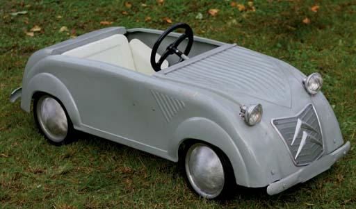 l u0026 39 univers des voitures  u00e0 p u00e9dales et  u00e0 moteur pour enfants