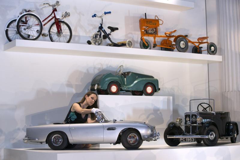 photos de voitures pedales anciennes voiture p dales. Black Bedroom Furniture Sets. Home Design Ideas